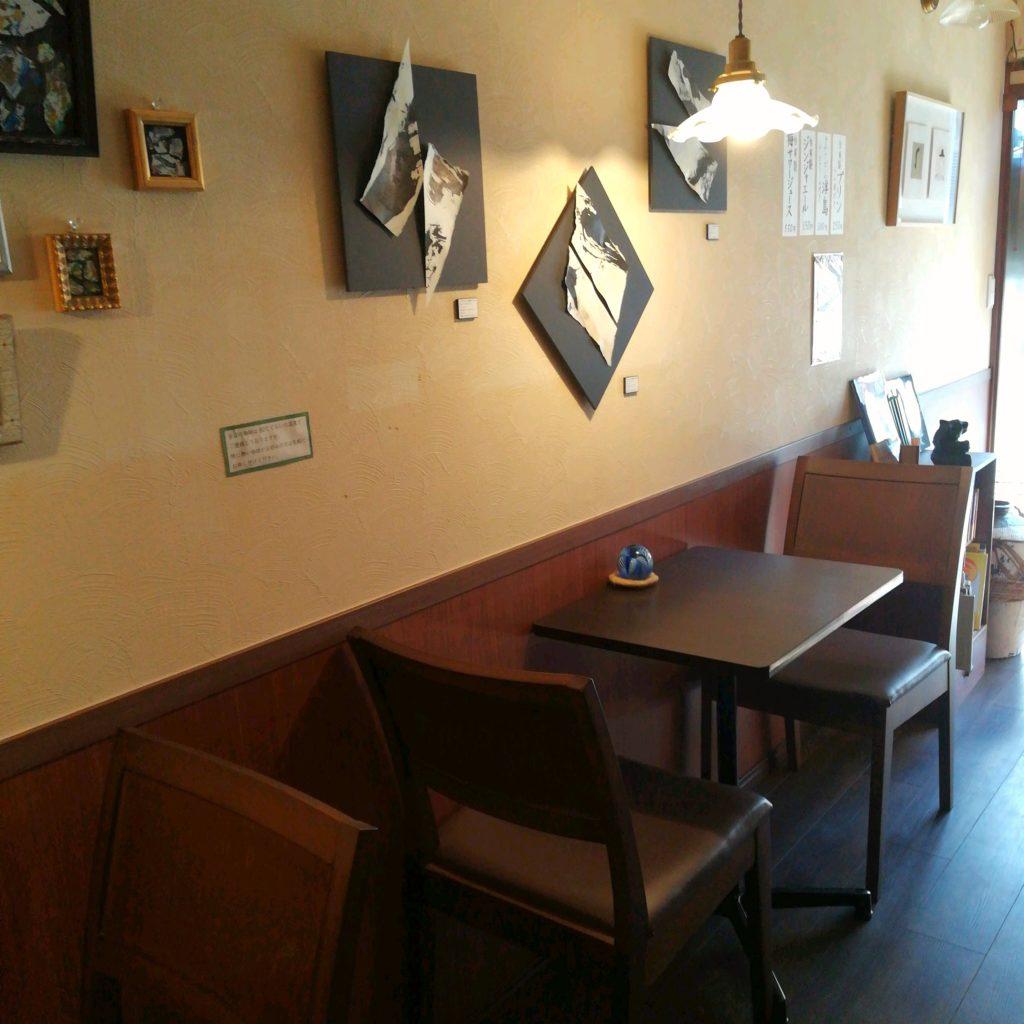 千葉コーヒー「珈琲飄々」店内テーブル