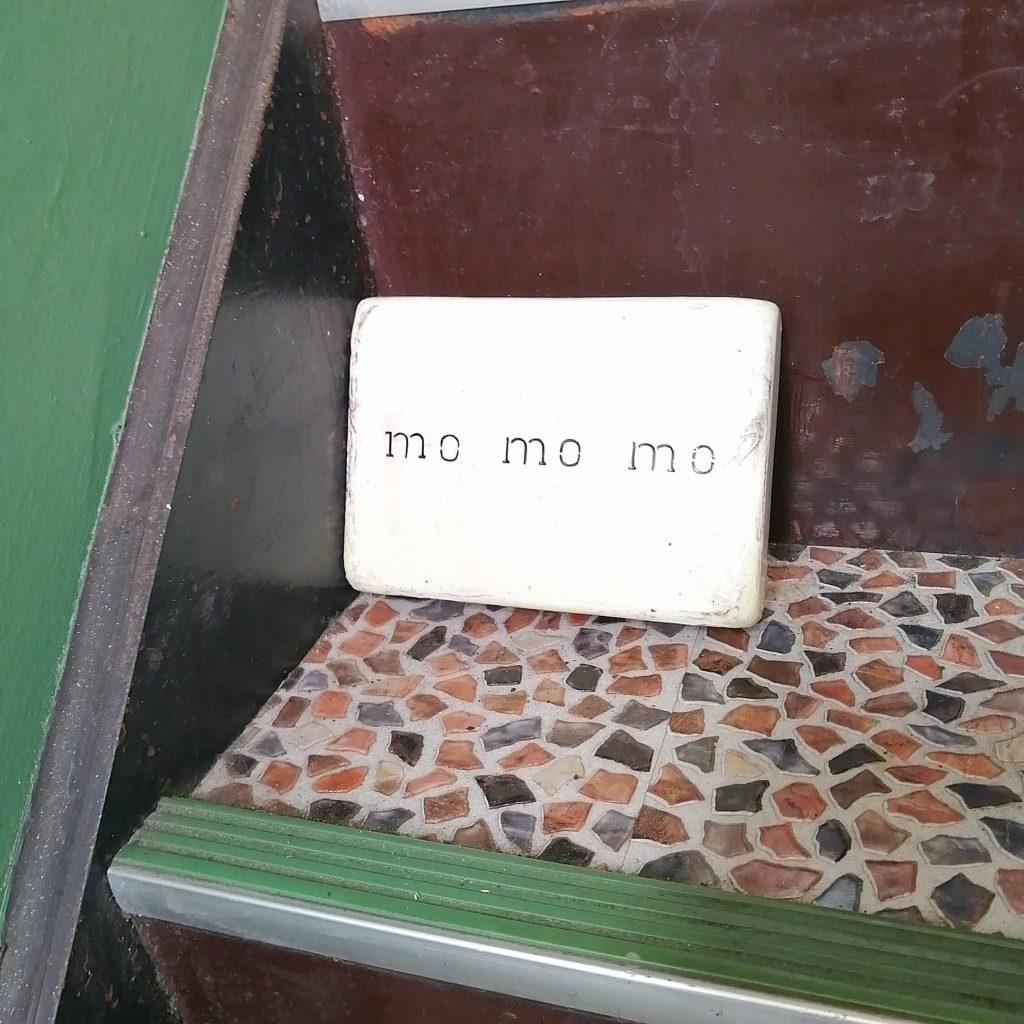CAFE & BAKE momomo看板