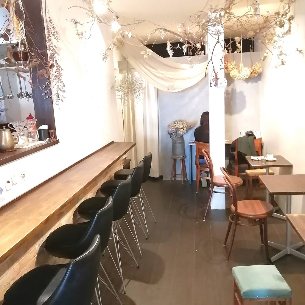 CAFE & BAKE momomo内観2