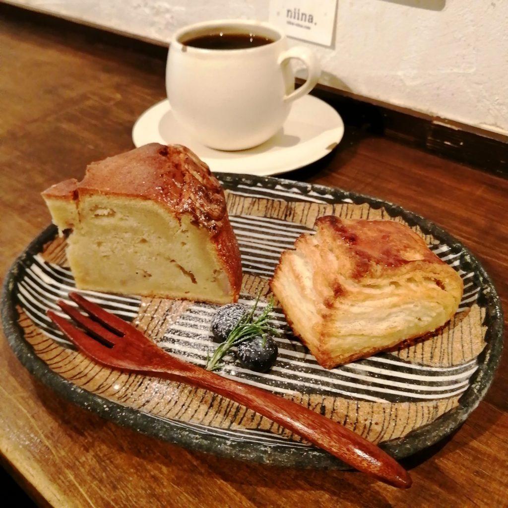 CAFE & BAKE momomoスコーン・完熟バナナとアーモンドケーキ