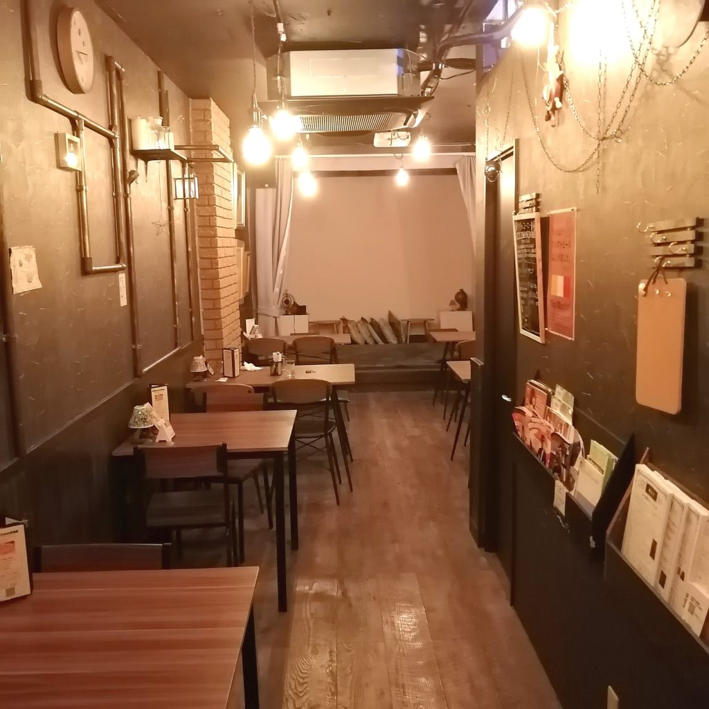 高円寺カフェ「Proscenium」店内2