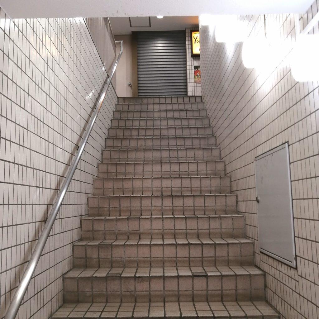 高円寺駅前カフェ「Yonchome Cafe」階段