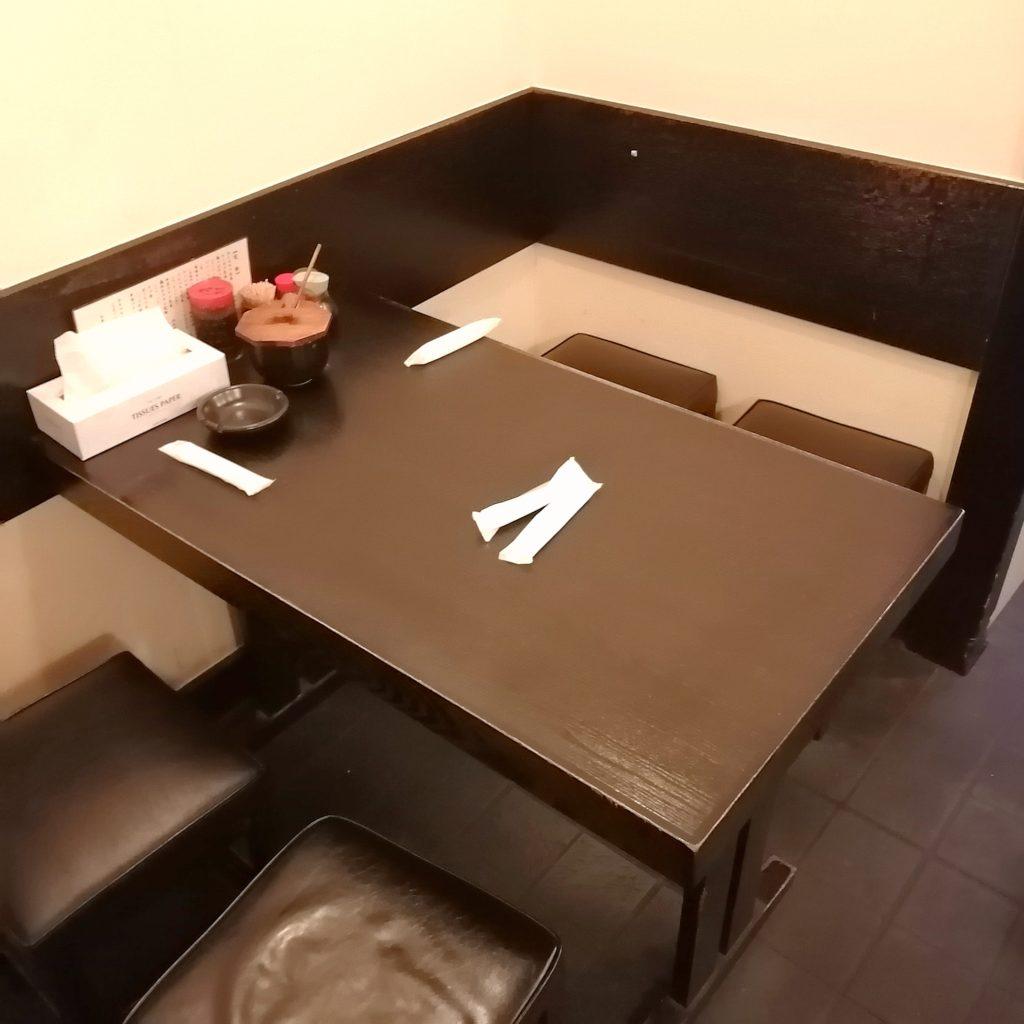 高円寺とんかつ「松永」店内テーブル