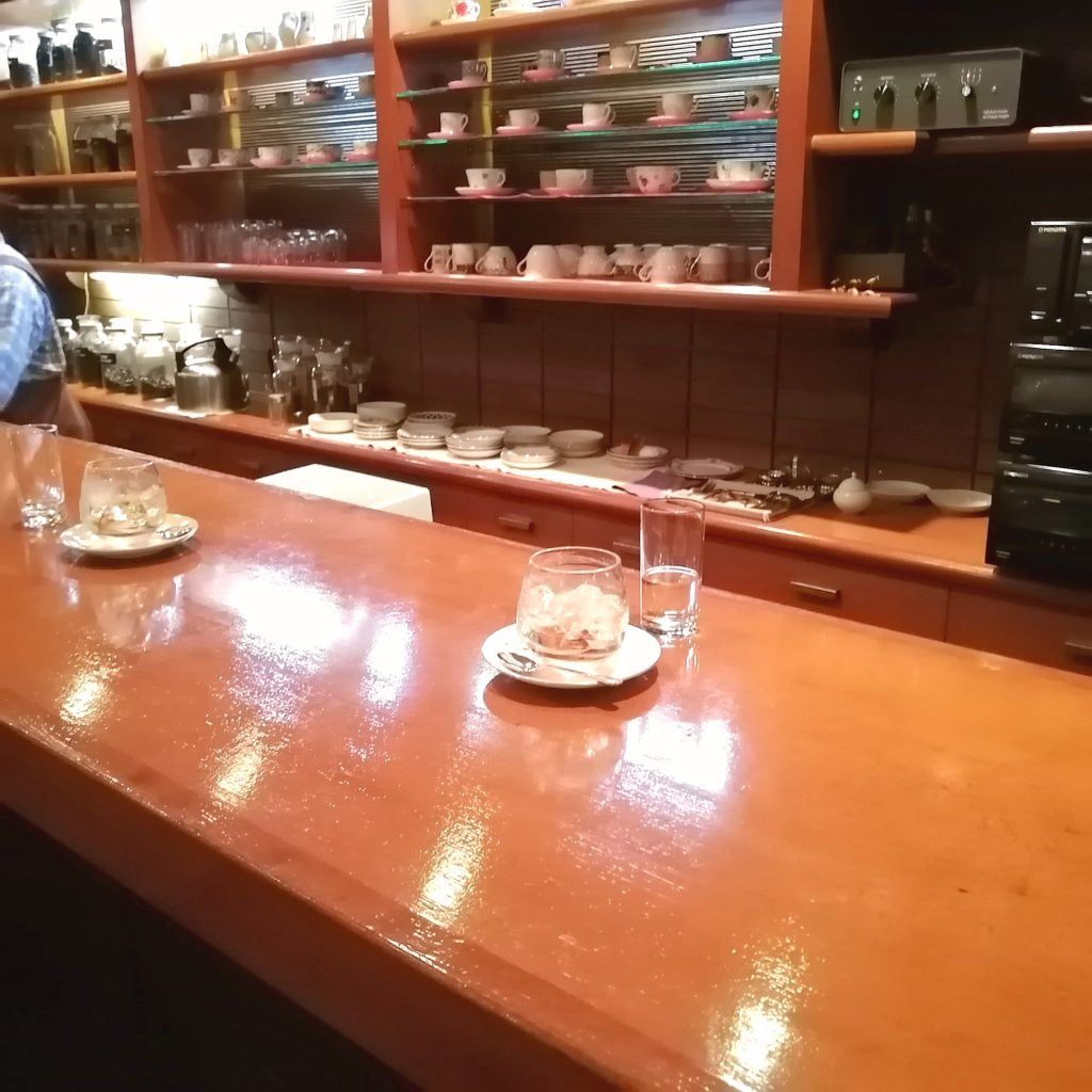 銀座コーヒー「十一房珈琲店」カウンター