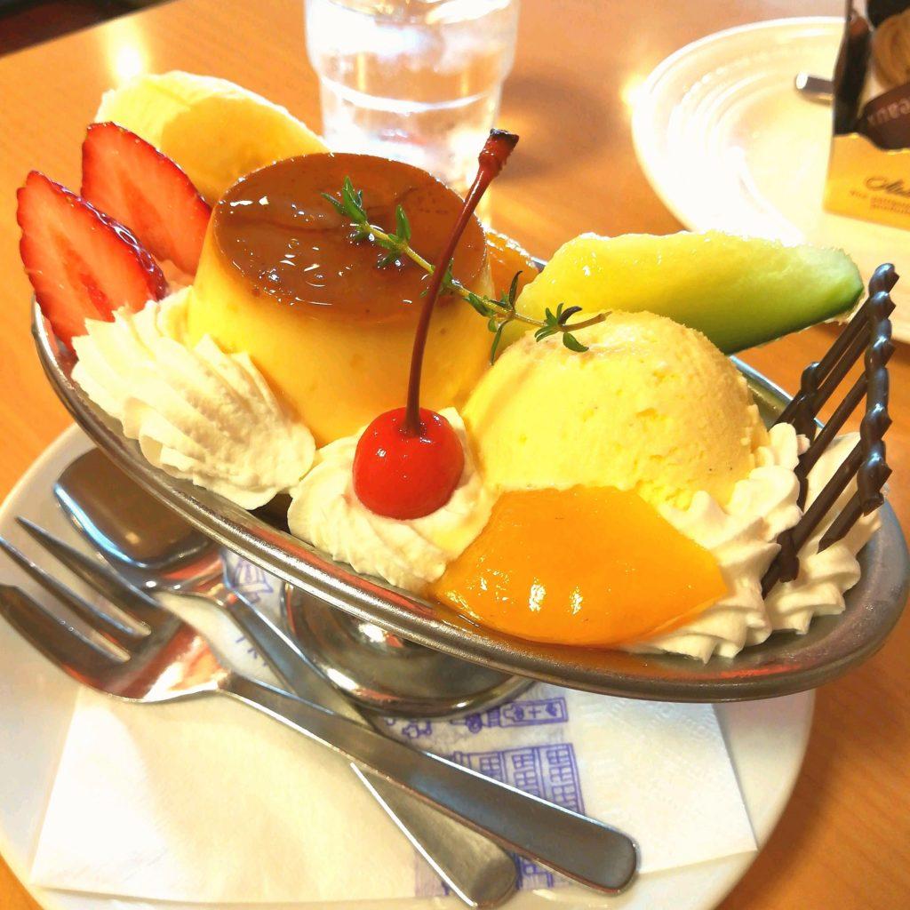 高円寺駅前喫茶店「トリアノン」喫茶店のプリンアラモード