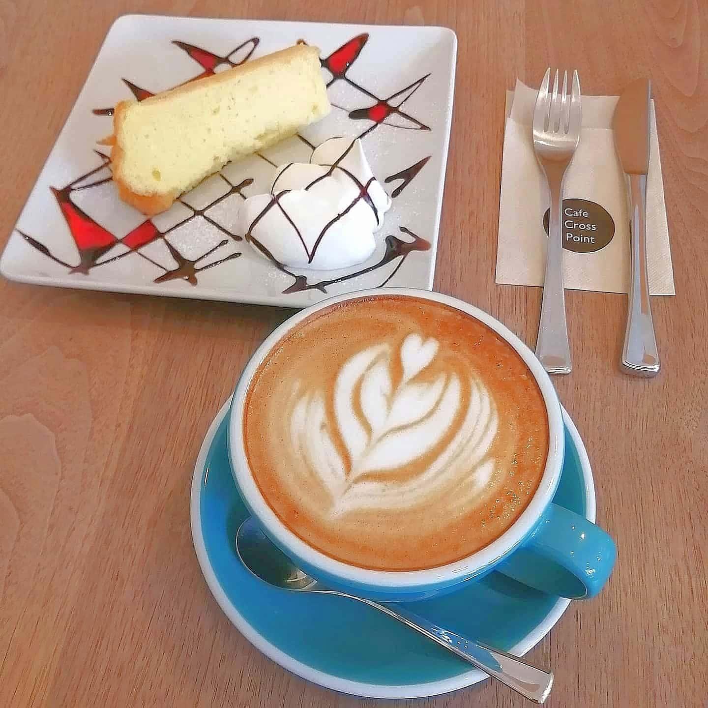 cafecrosspoint・カフェラテとシフォンケーキ