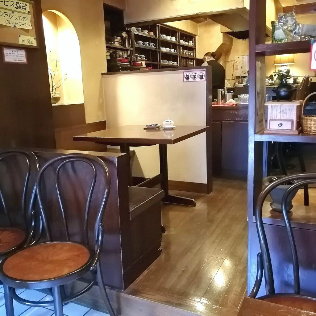 新高円寺コーヒー「カフェドゥリプリー」店内