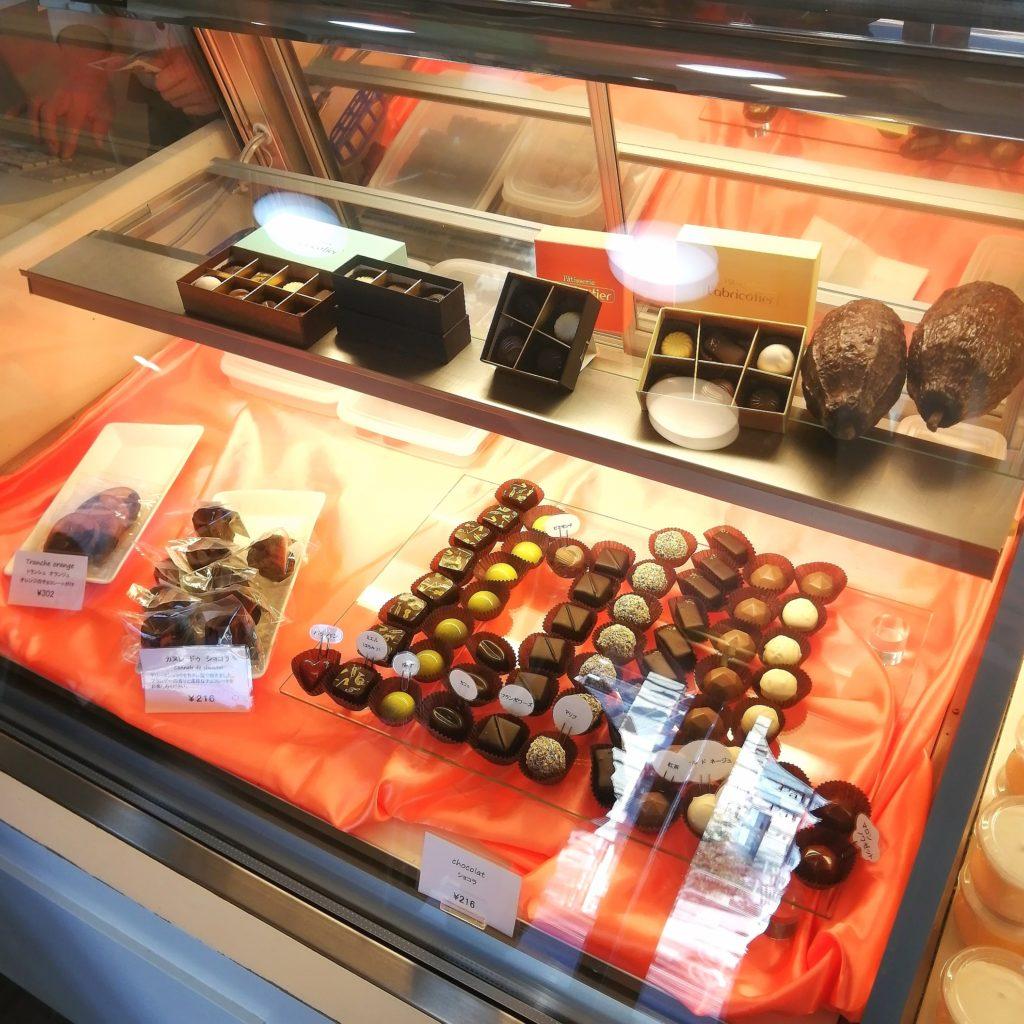 高円寺モンブラン「ラブリコチエ」ショーケース内のショコラ