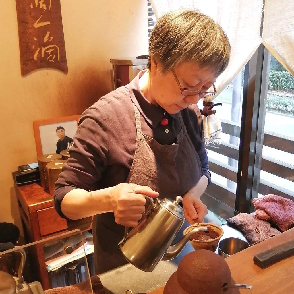 福岡コーヒー「珈琲美美」森光充子氏によるネルドリップ