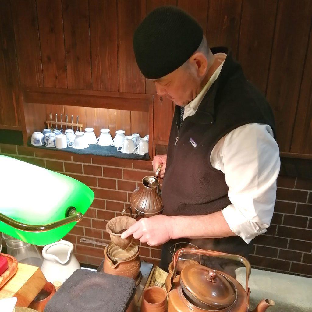 岡山コーヒー「折り鶴」藤原さんのネルドリップ