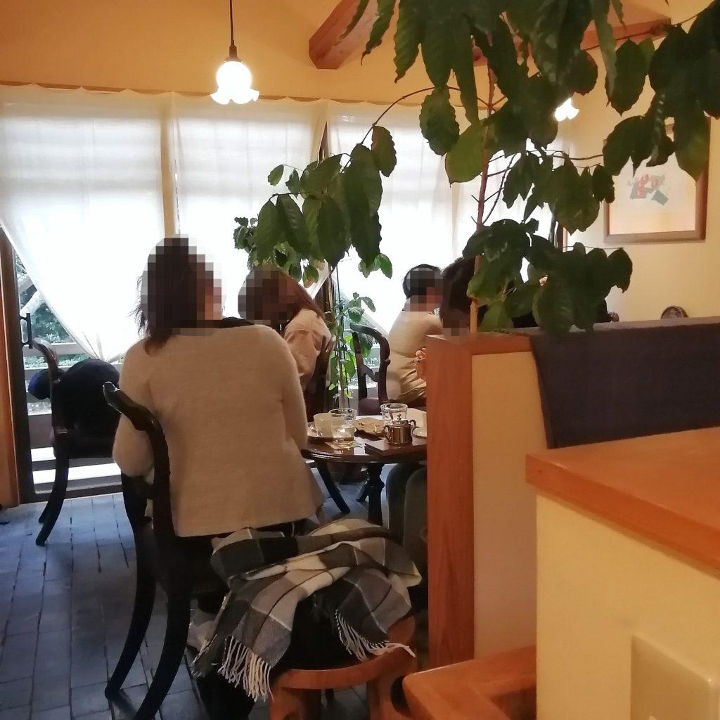 福岡コーヒー「珈琲美美」2階テーブル席
