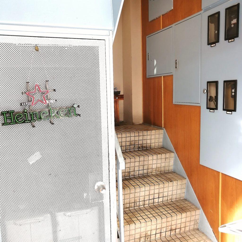 高円寺ステーキ「TEX MEX DINER バーボンハウス」階段