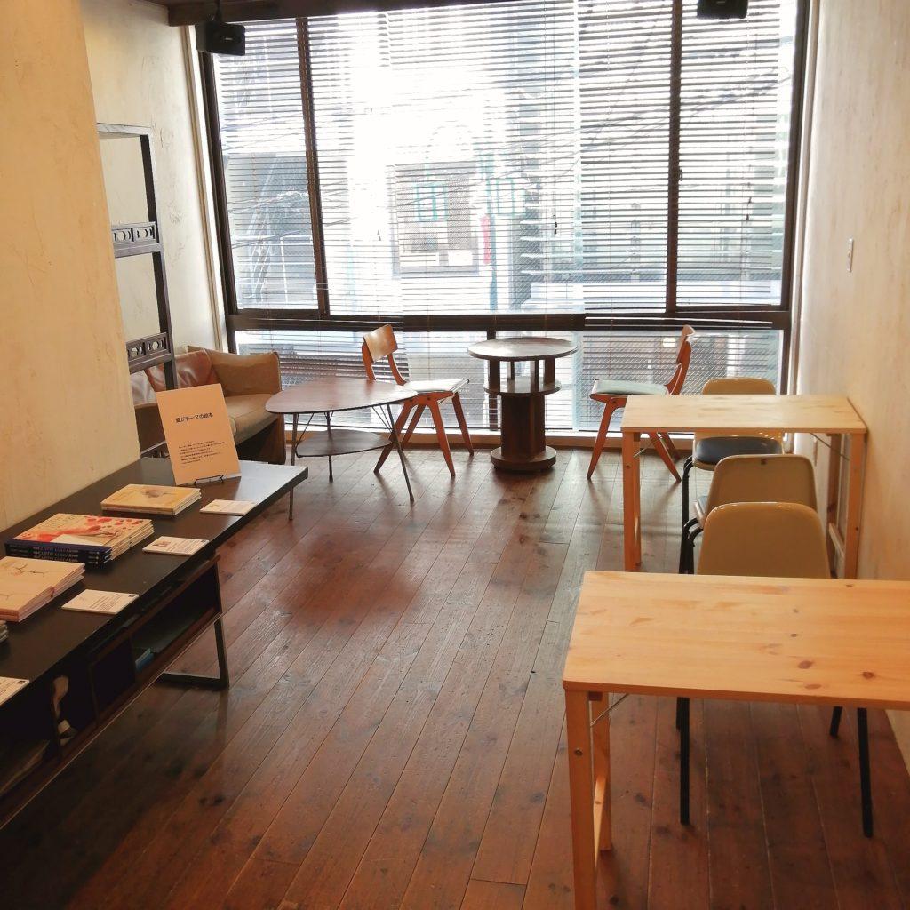 代々木上原コーヒー「木の下珈琲」店内・2階