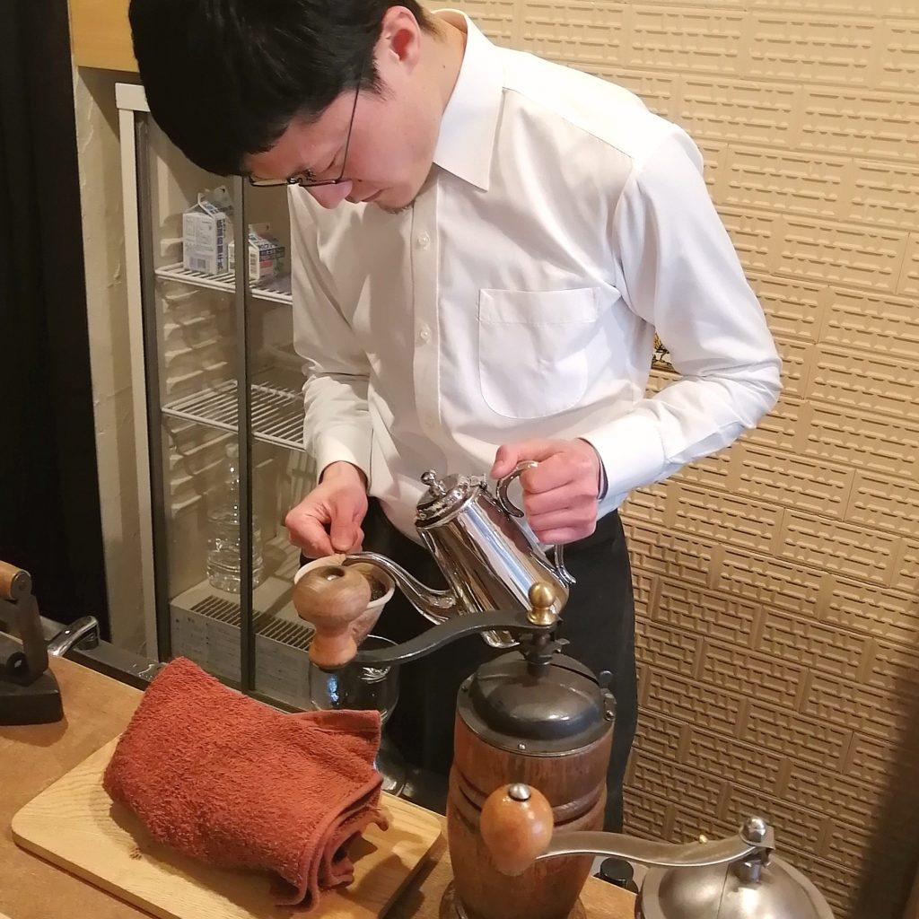 代々木上原コーヒー「木の下珈琲」ドリップ