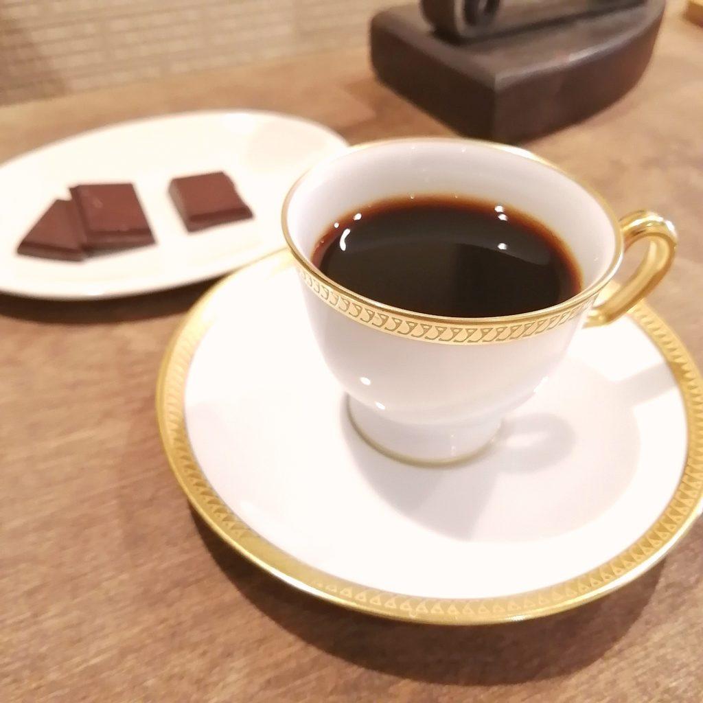 代々木上原コーヒー「木の下珈琲」デミタスコーヒー(クレー)とチョコレート