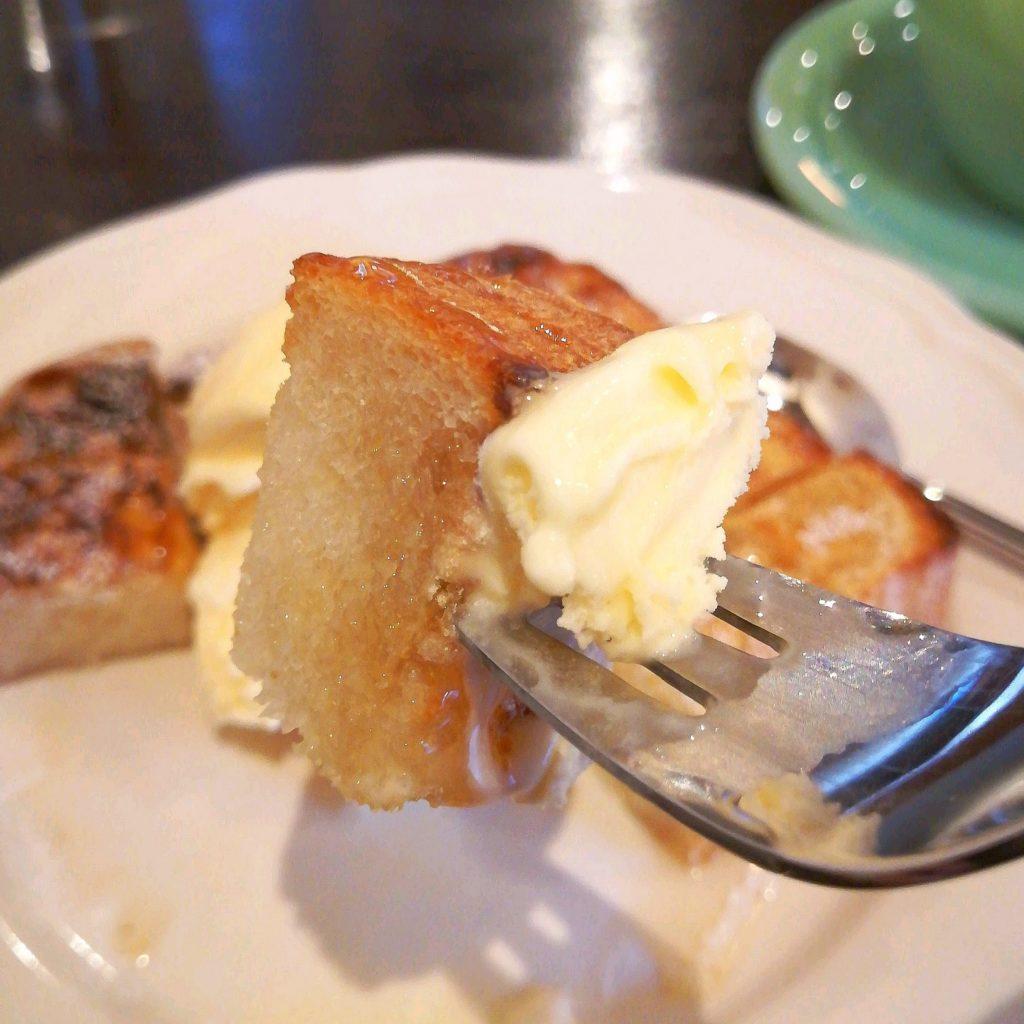 高円寺カフェ「leaven(レヴン)」バニラアイスとはちみつの手作り食パン・アップ