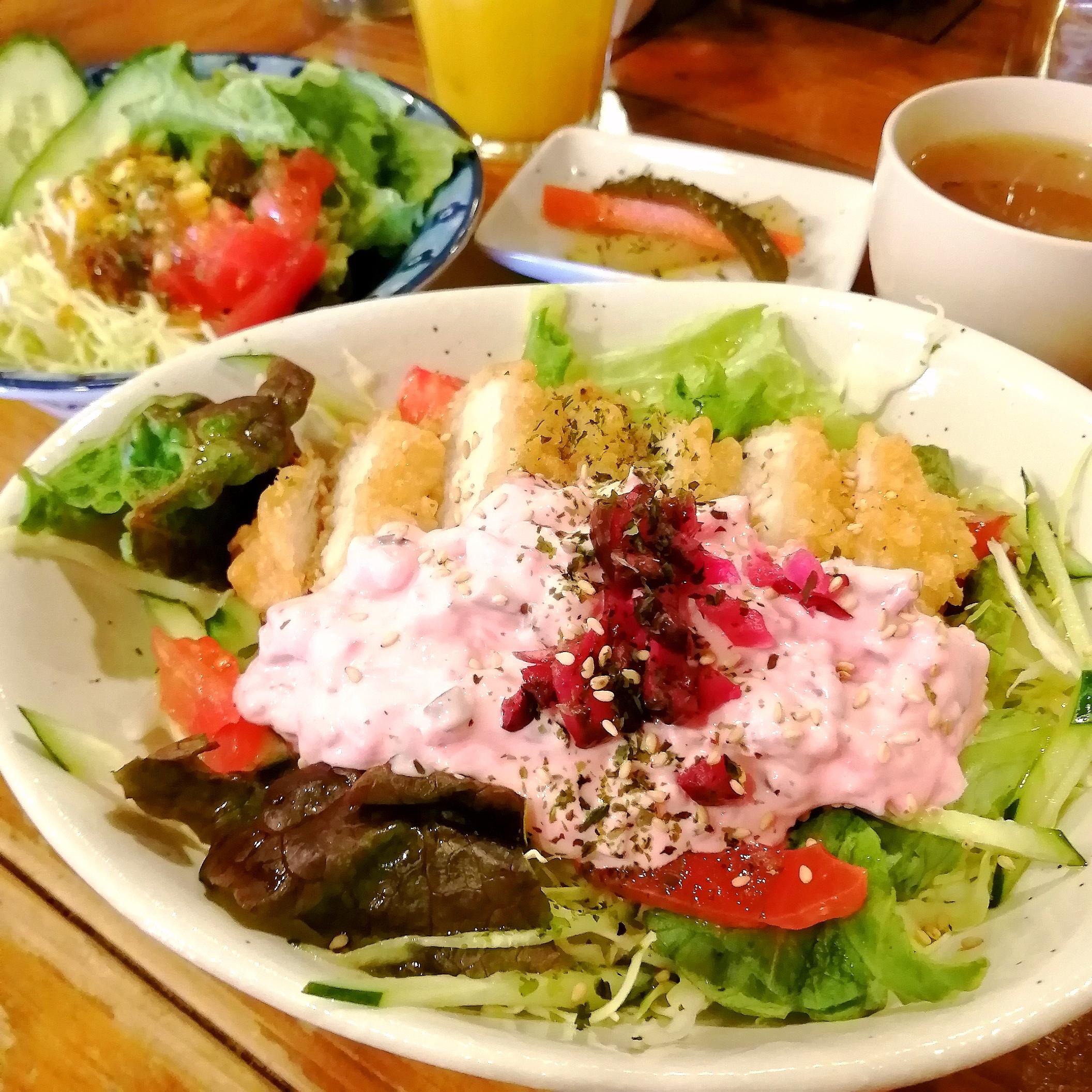 新高円寺カフェ「SMILE EARTH」柴漬けタルタルソースのチキン南蛮丼