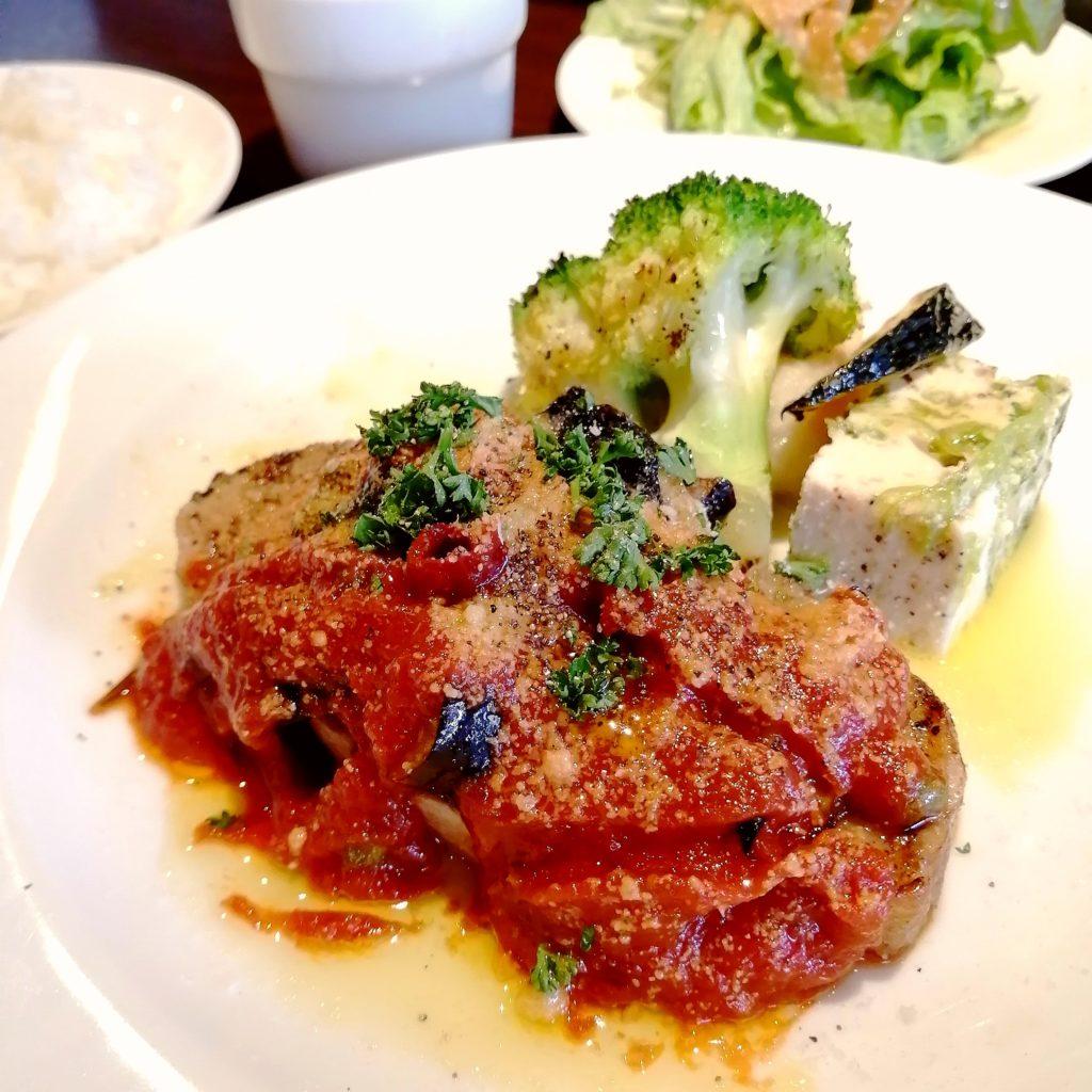 高円寺イタリアン「bungo(ブンゴ)」豚ロース肉のグリル 茄子のアラビアータソース