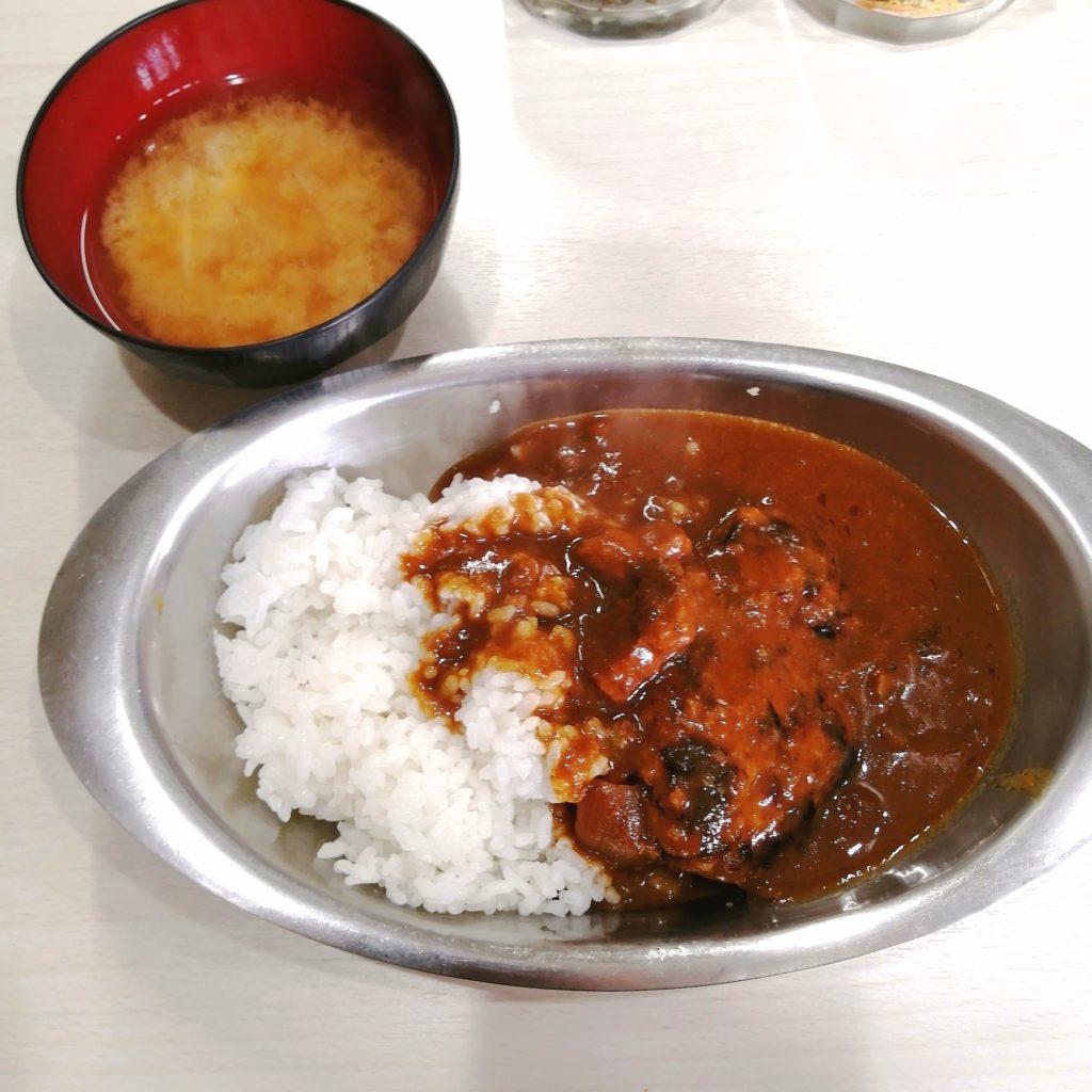 高円寺洋食「クロンボ」ハンバーグカレーにはお味噌汁付き