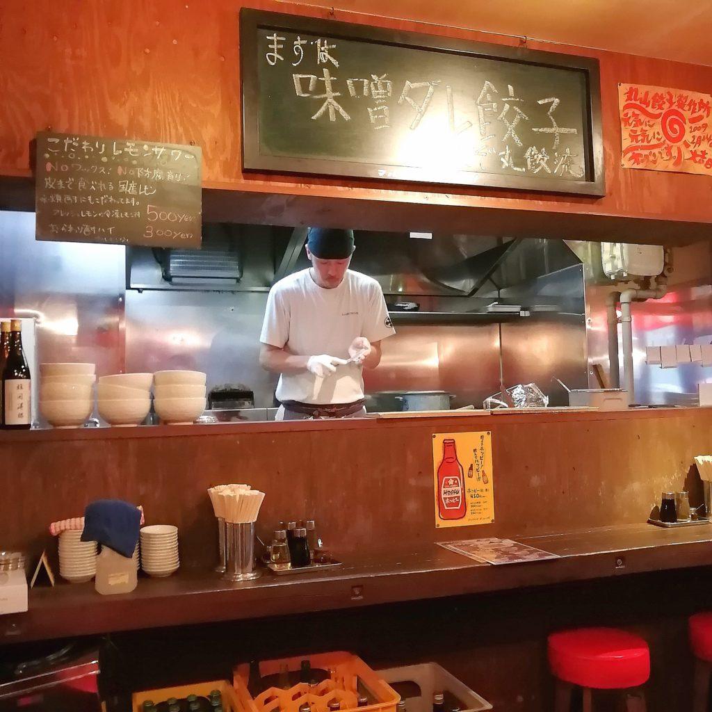 高円寺餃子「丸山餃子製作所」店内・カウンター