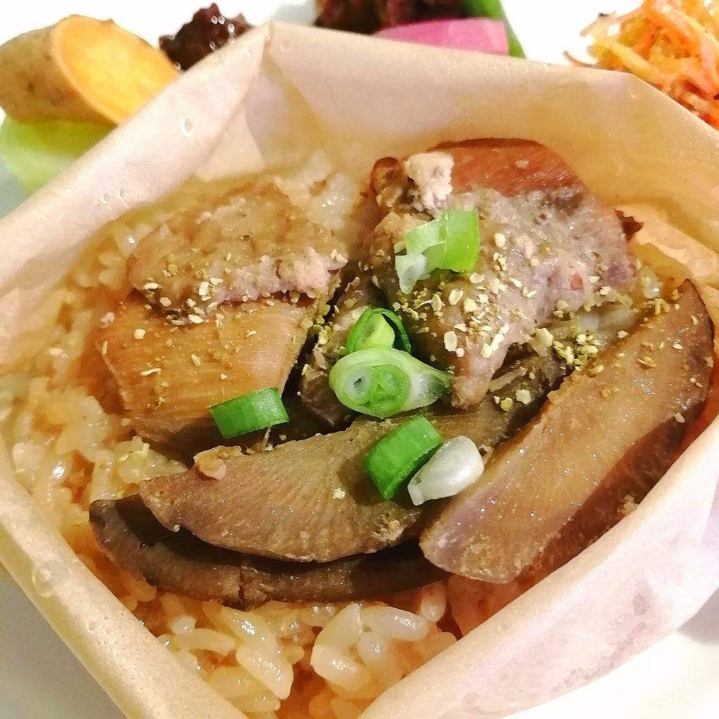 高円寺紅茶「サルトリイバラ喫茶室」鶏おこわ