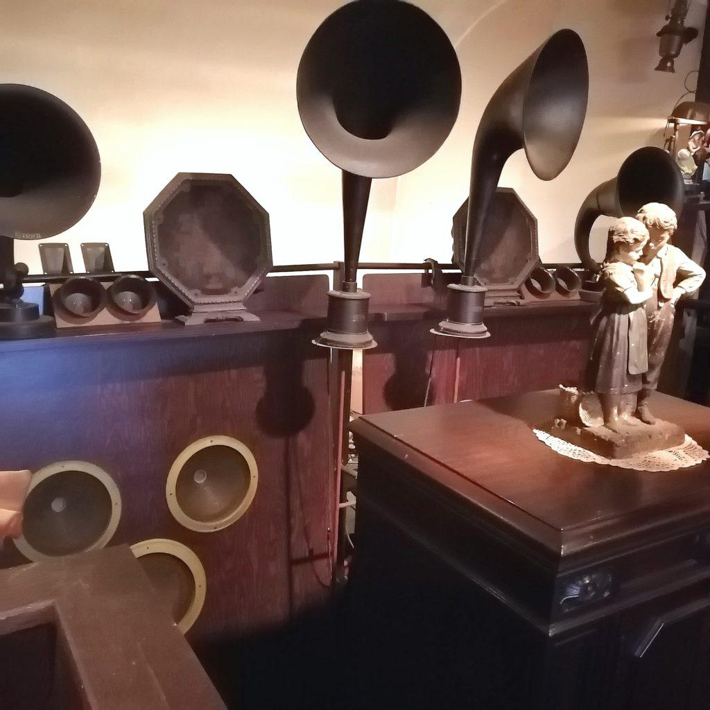 阿佐ヶ谷の名曲喫茶「ヴィオロン」大音響スピーカー