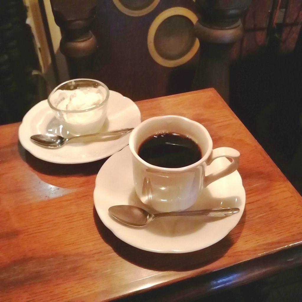 阿佐ヶ谷の名曲喫茶「ヴィオロン」コーヒーと自家製ケーキ