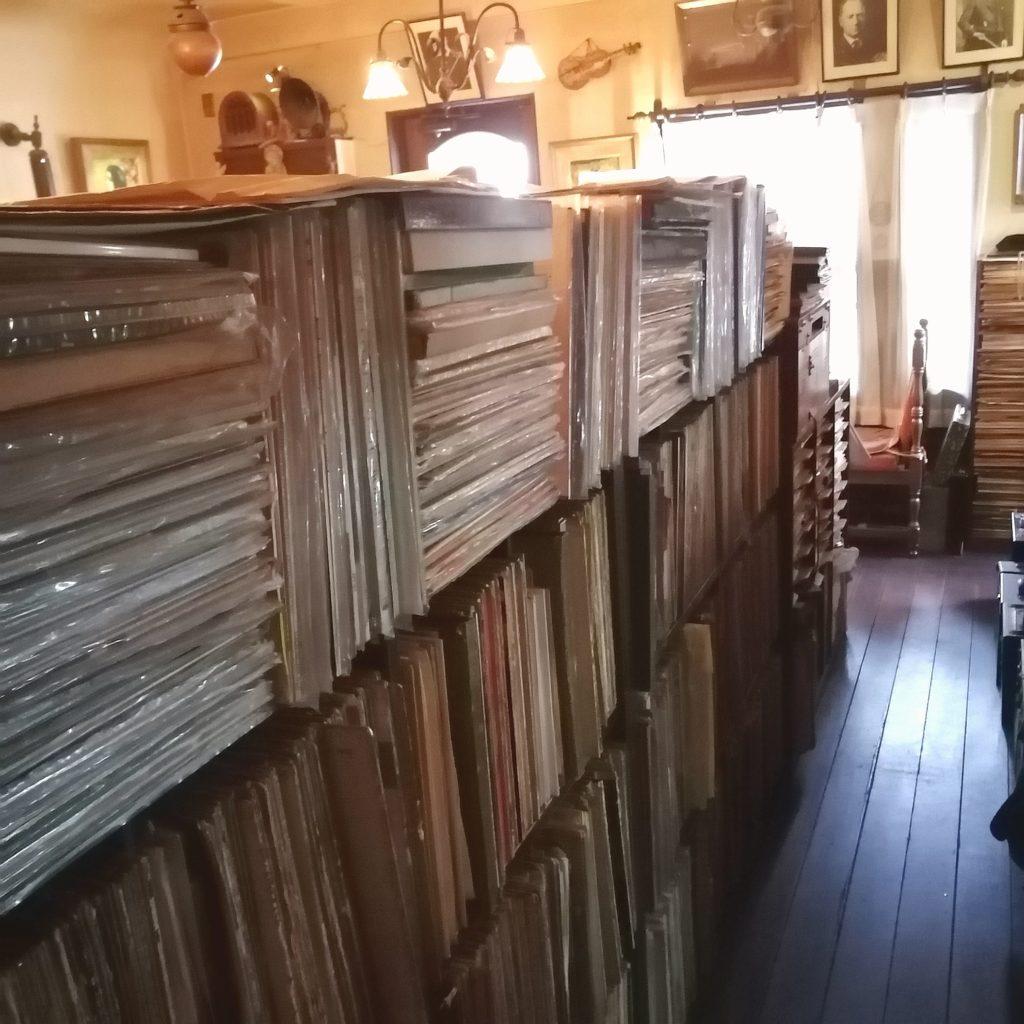 阿佐ヶ谷の名曲喫茶「ヴィオロン」レコードの数々