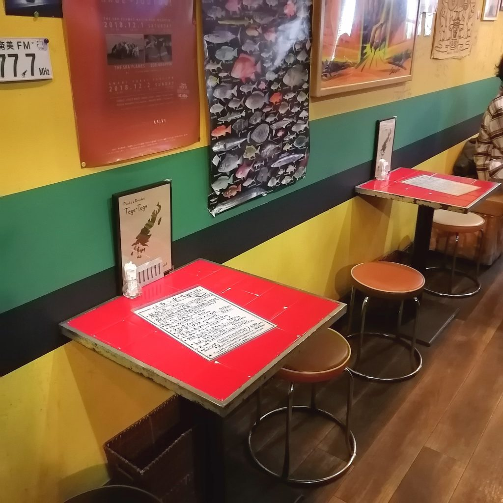 高円寺ランチ「Tege-Tege(テゲテゲ)」店内・テーブル