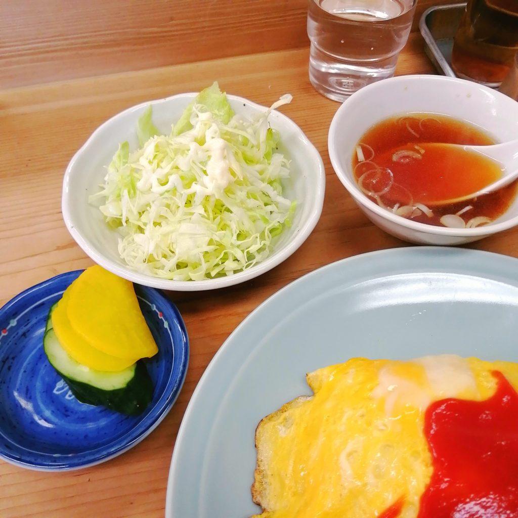 高円寺オムライス「七面鳥」オムライス・スープ、サラダ、おしんこ