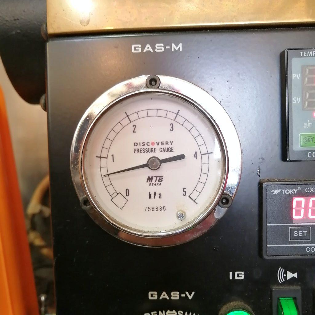 コーヒー焙煎「繁田珈琲焙煎倶楽部」ディスカバリー焙煎機のガス圧を下げる