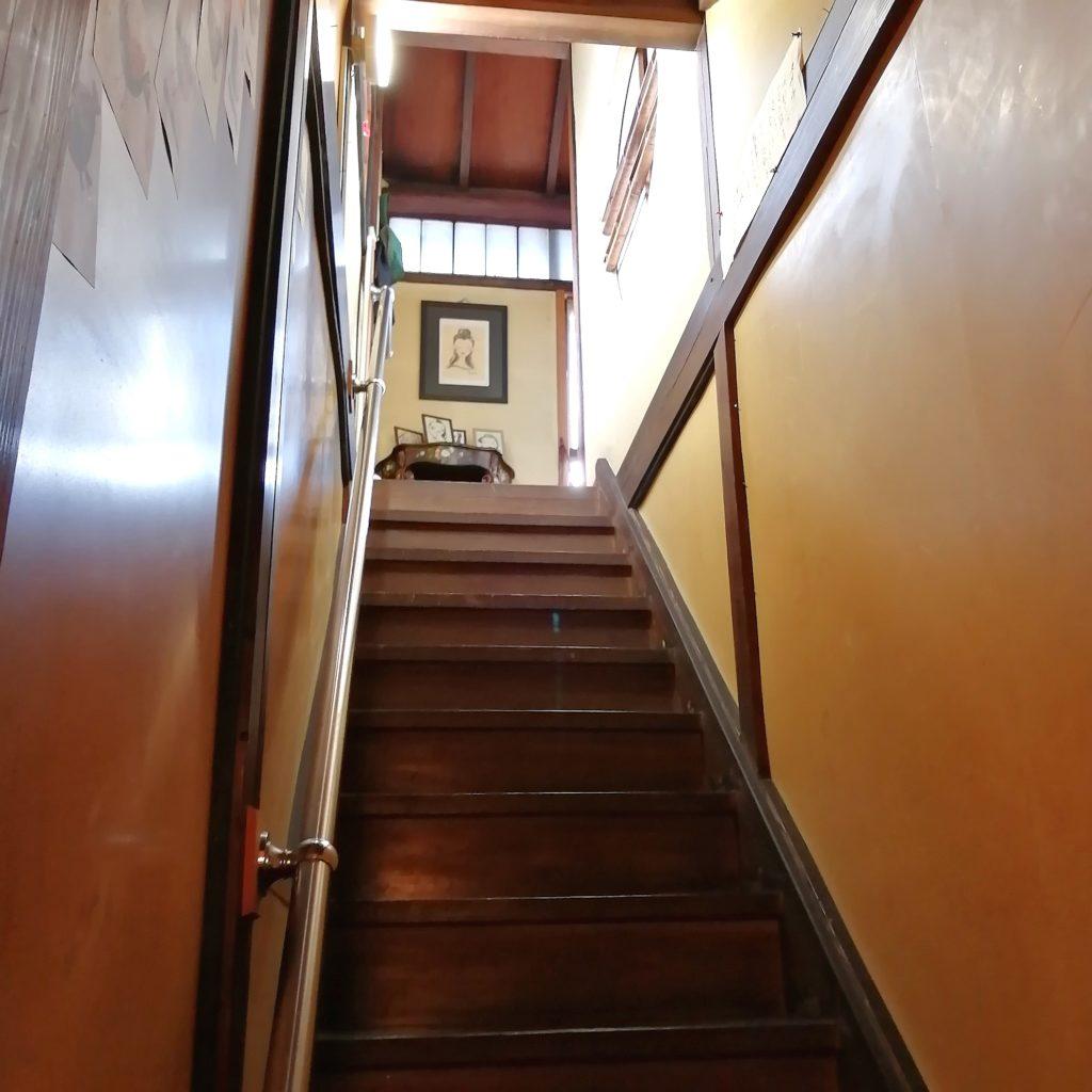 高円寺カフェ「こころみ」2階へ