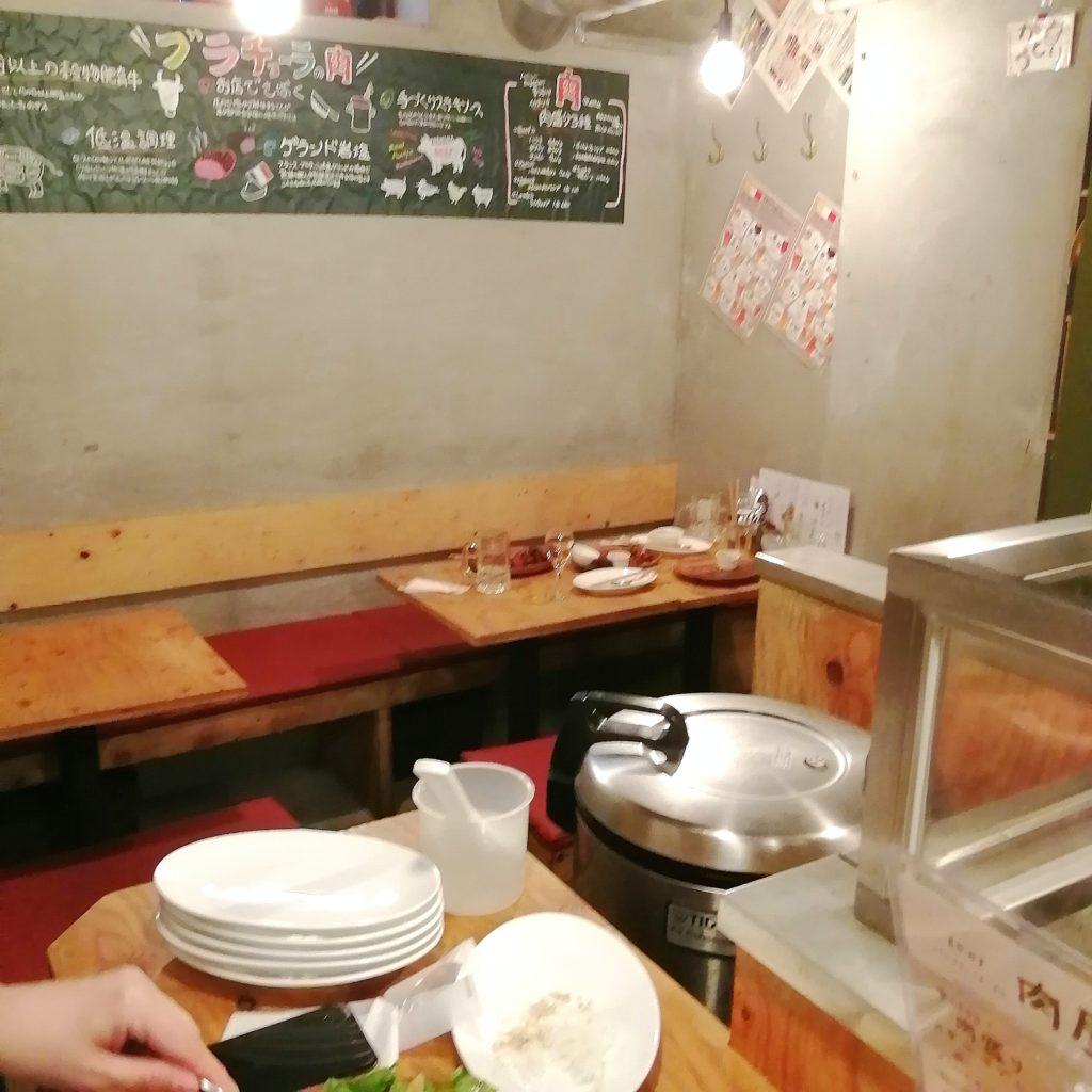 高円寺肉料理「ブラチョーラ」店内・テーブル席