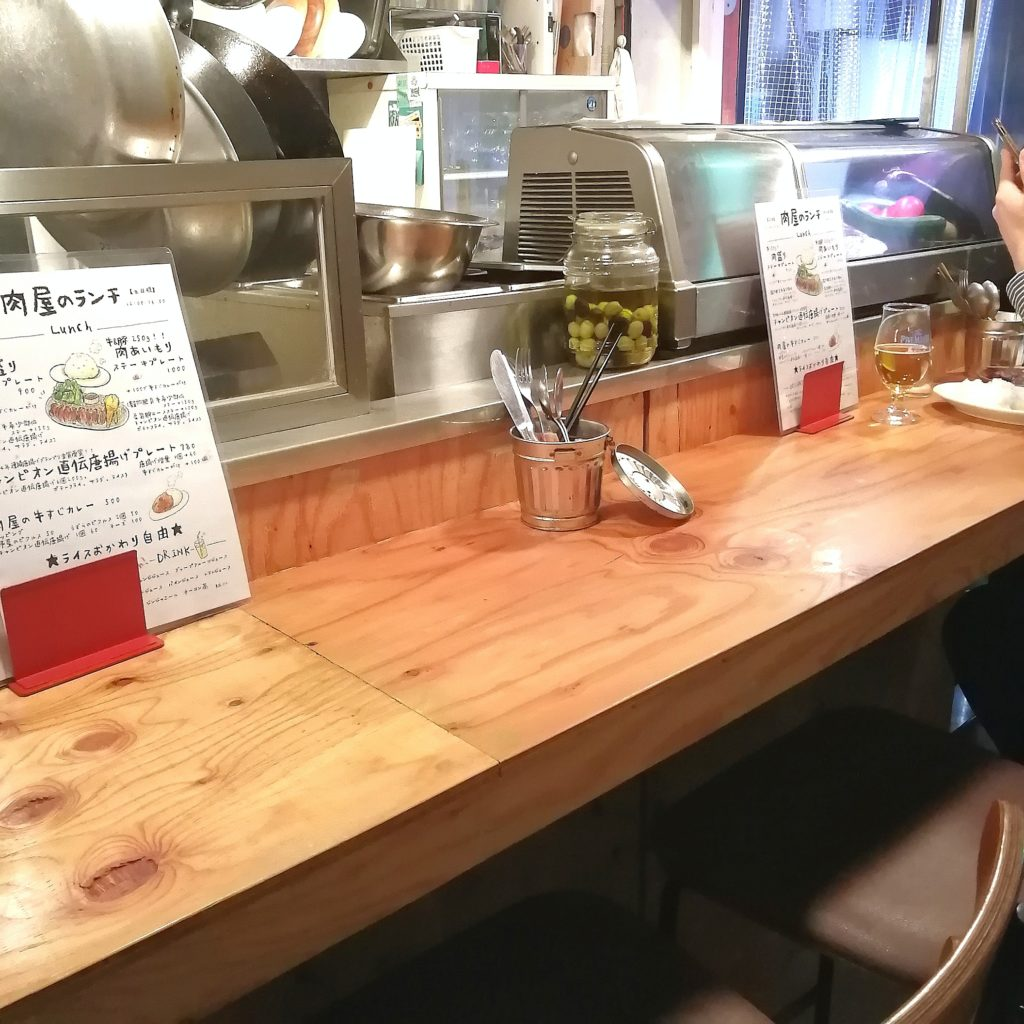 高円寺肉料理「ブラチョーラ」店内・カウンター