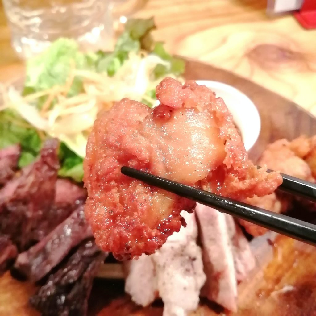 高円寺肉料理「ブラチョーラ」肉あいもりステーキプレート・唐揚げ