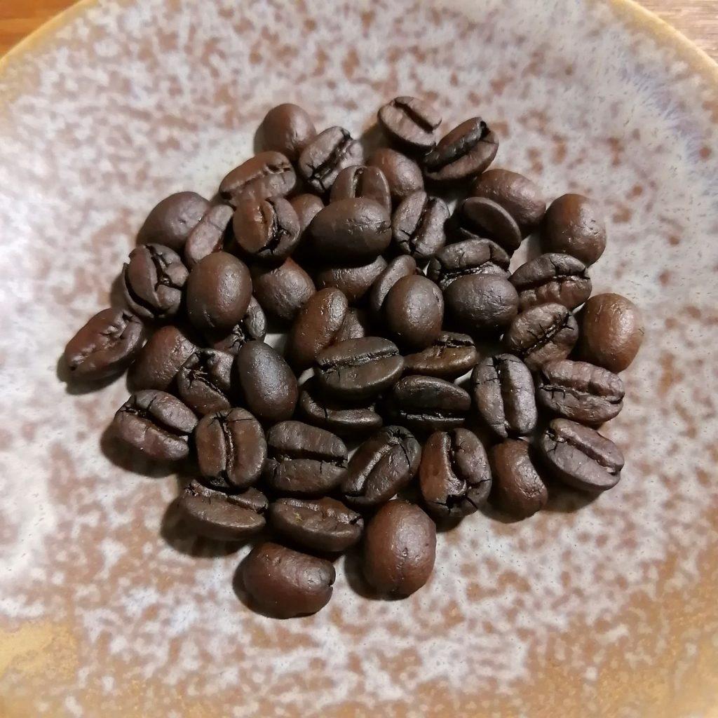 コーヒー焙煎「繁田珈琲焙煎倶楽部」ブラジル・ジアマンチーナヨシマツ1回目の焙煎豆