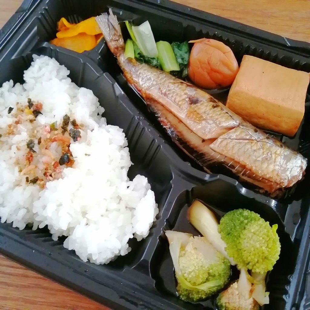 高円寺テイクアウト「まんまじぃま」大トロイワシの梅煮弁当