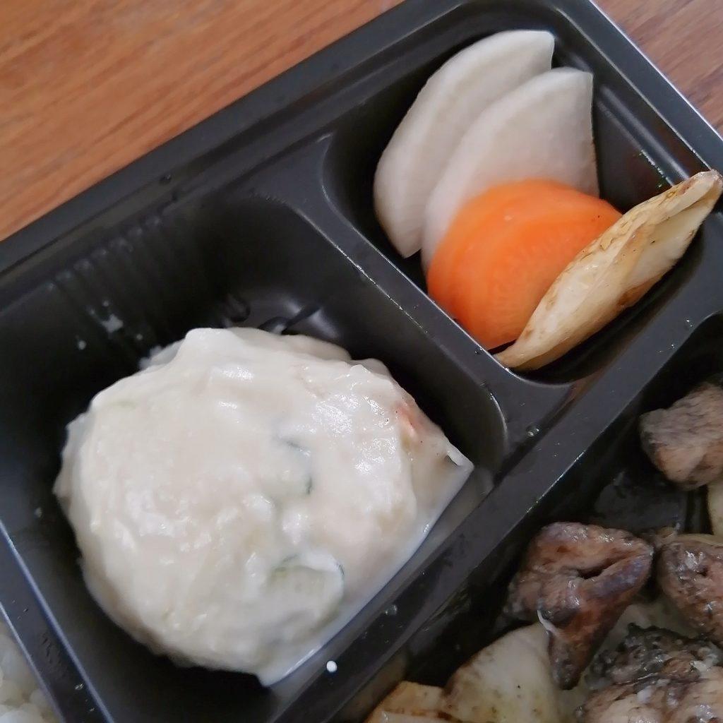 高円寺テイクアウトお弁当「No-noマルキュウ別館」もも焼き弁当・サラダとお漬物