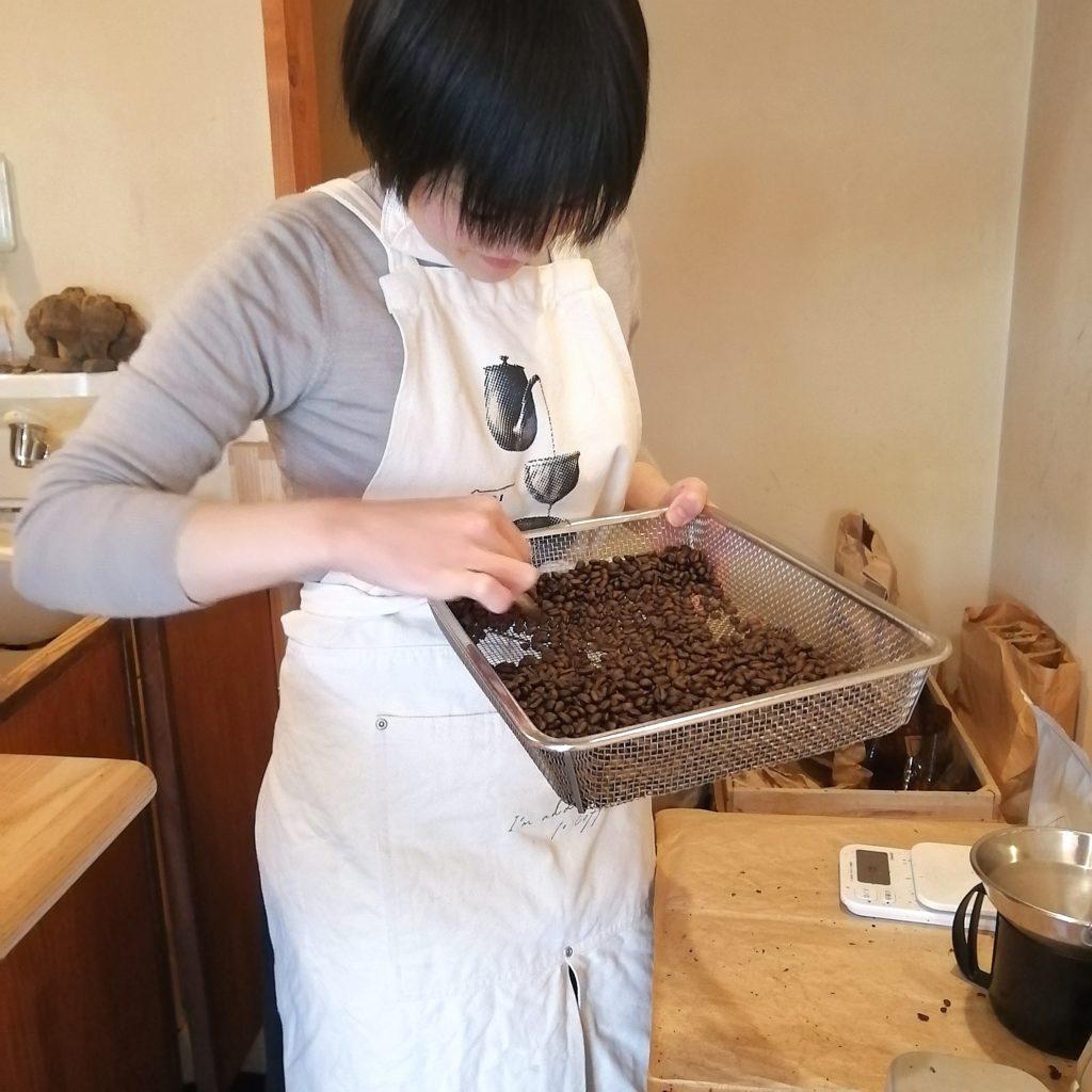阿佐ヶ谷コーヒー豆「Bnei Coffee」渡邊さんのハンドピッキング