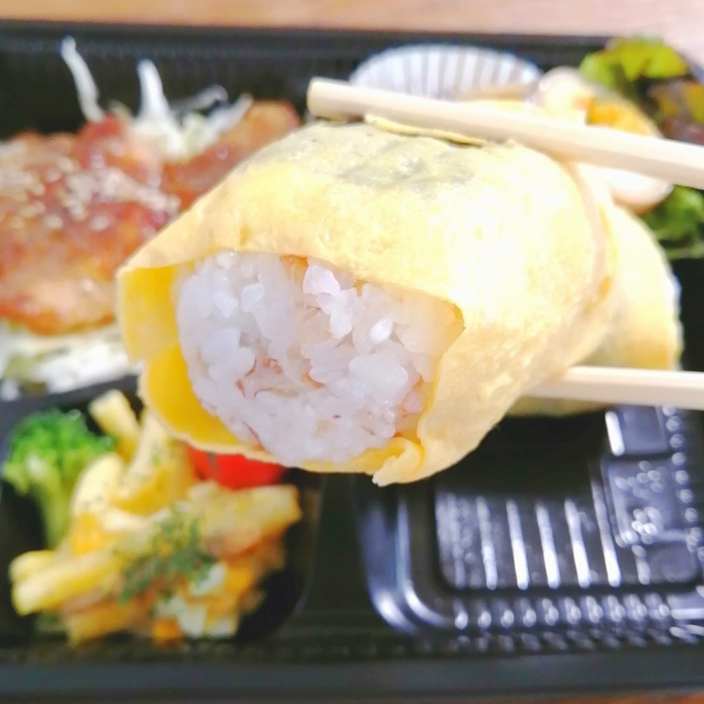高円寺テイクアウトお弁当「テゲテゲ」玉子おにぎりと豚のしょうが焼き弁当・玉子おにぎり