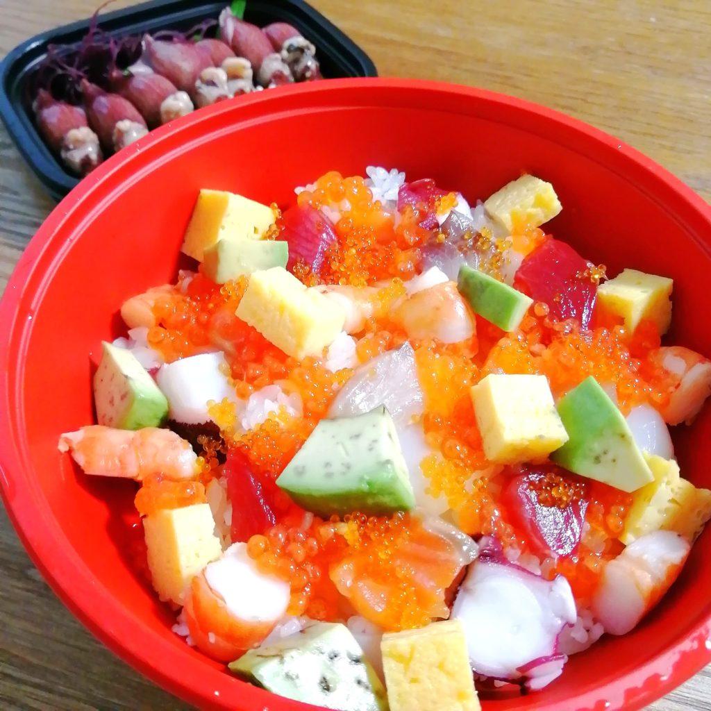 高円寺テイクアウト海鮮「貝せん」バラちらし寿司、ホタルイカ・アップ