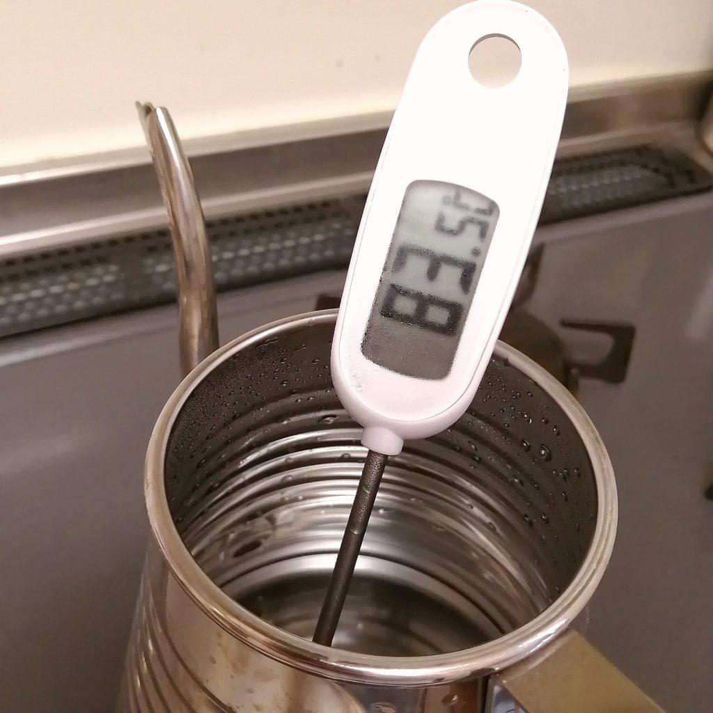 深煎りコーヒーのネルドリップ抽出・湯音