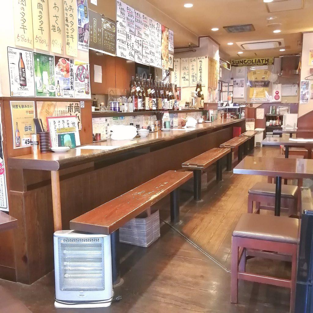 高円寺テイクアウト「マルキュウ本店」店内で待つ
