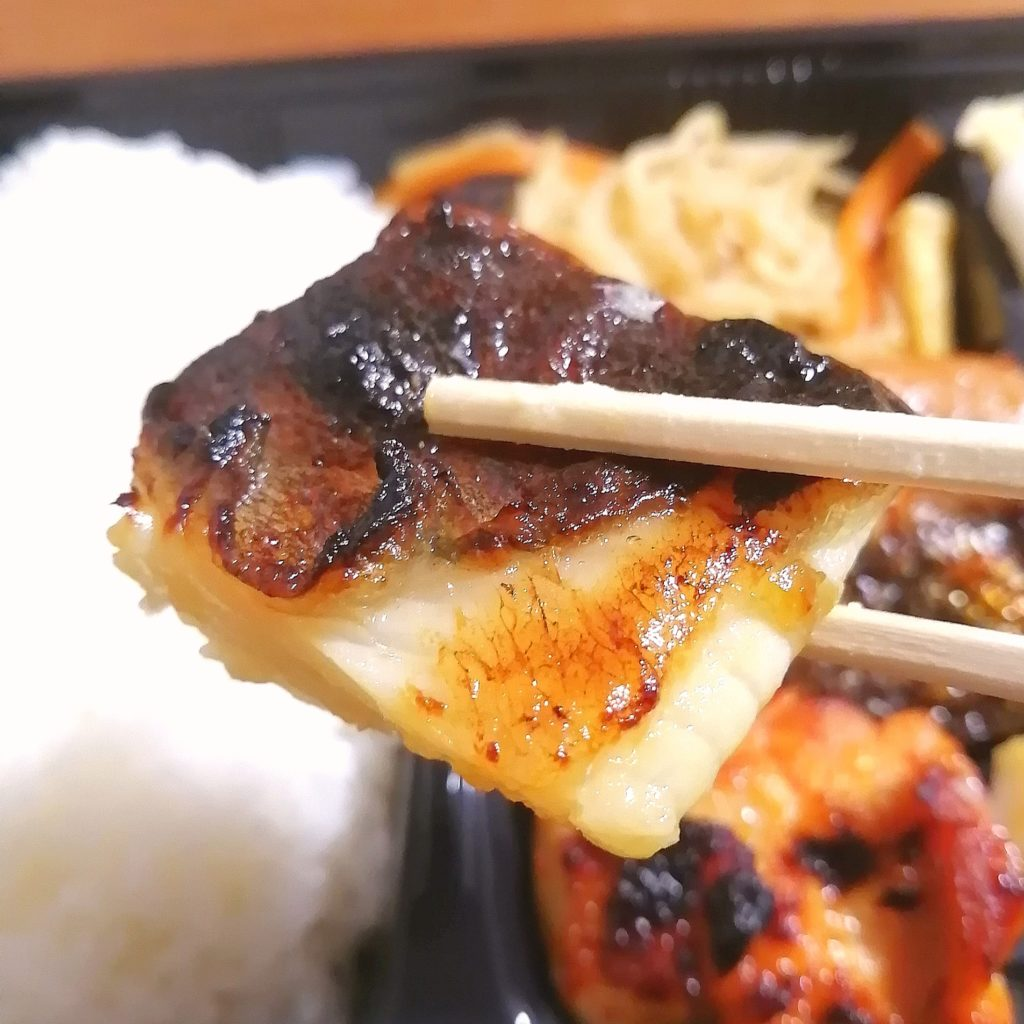 新高円寺テイクアウト「魚き食堂」日替わり3種盛り弁当・カレイ