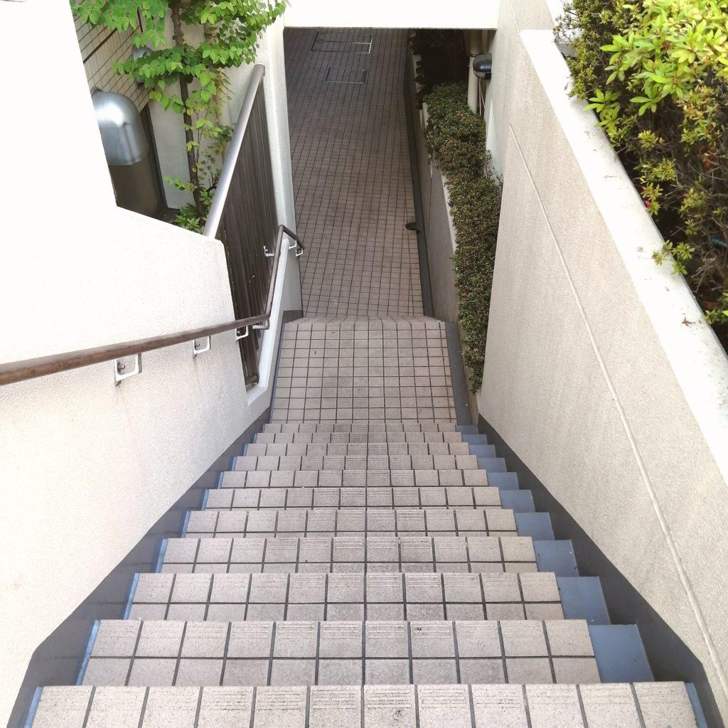 高円寺テイクアウト「ひだりうまでん助」地下へ