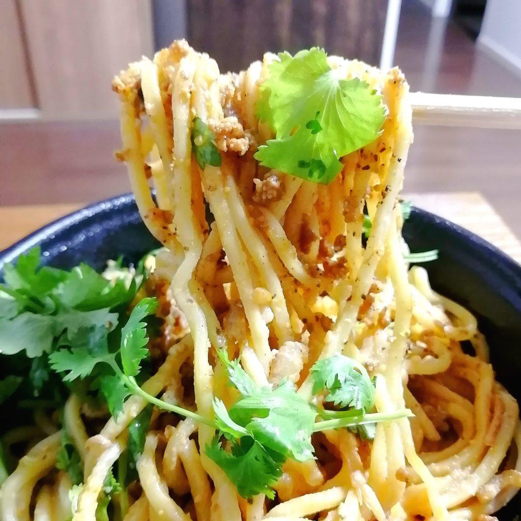 高円寺テイクアウト「シンフウ」汁なし担々麺パクチートッピング・実食