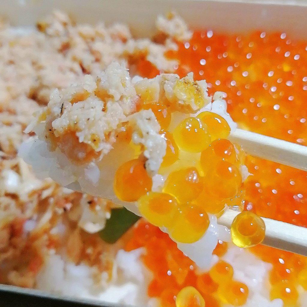 高円寺テイクアウト「カドヤ」鮭ハラスいくら弁当・実食