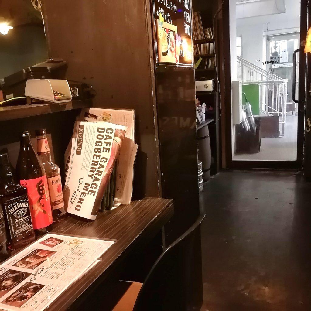 高円寺テイクアウト「ドッグベリー」店内カウンター