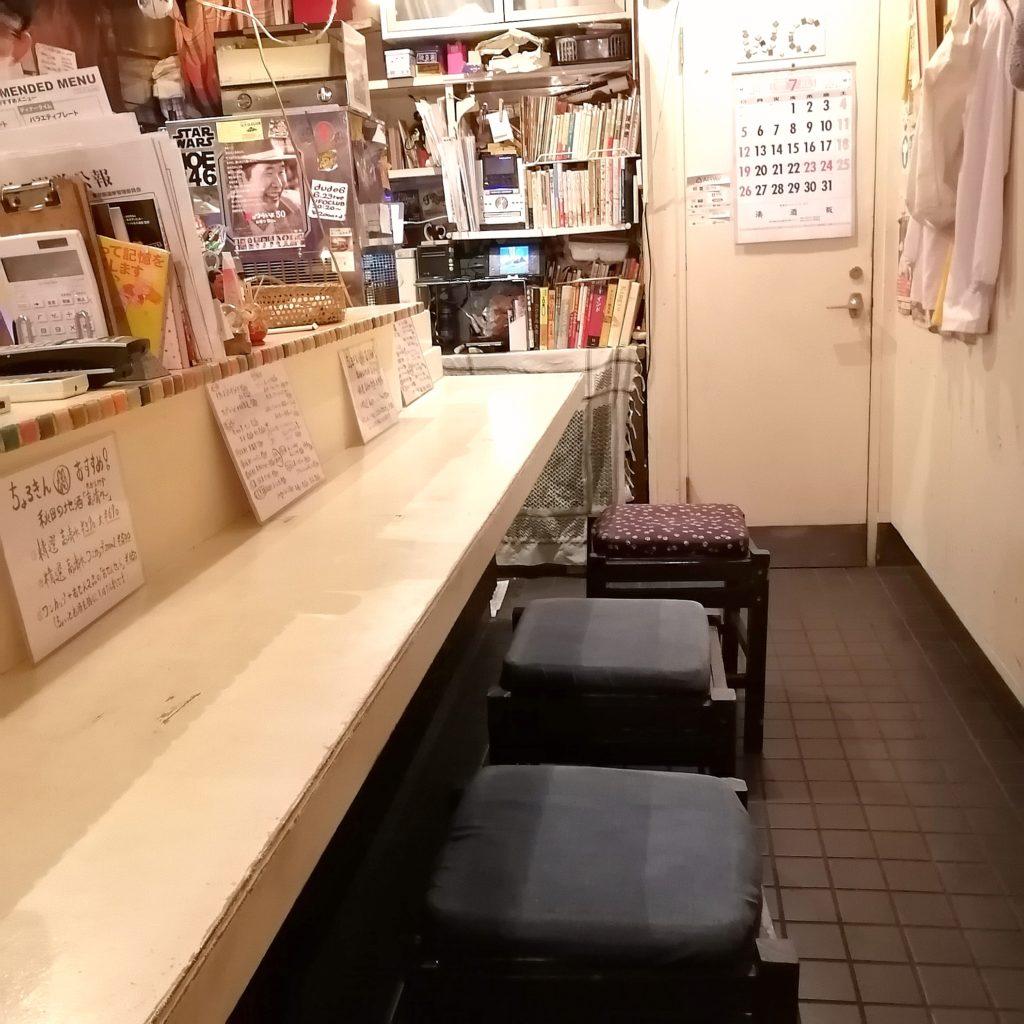 高円寺テイクアウト「ちょろりや金魚」店内カウンター