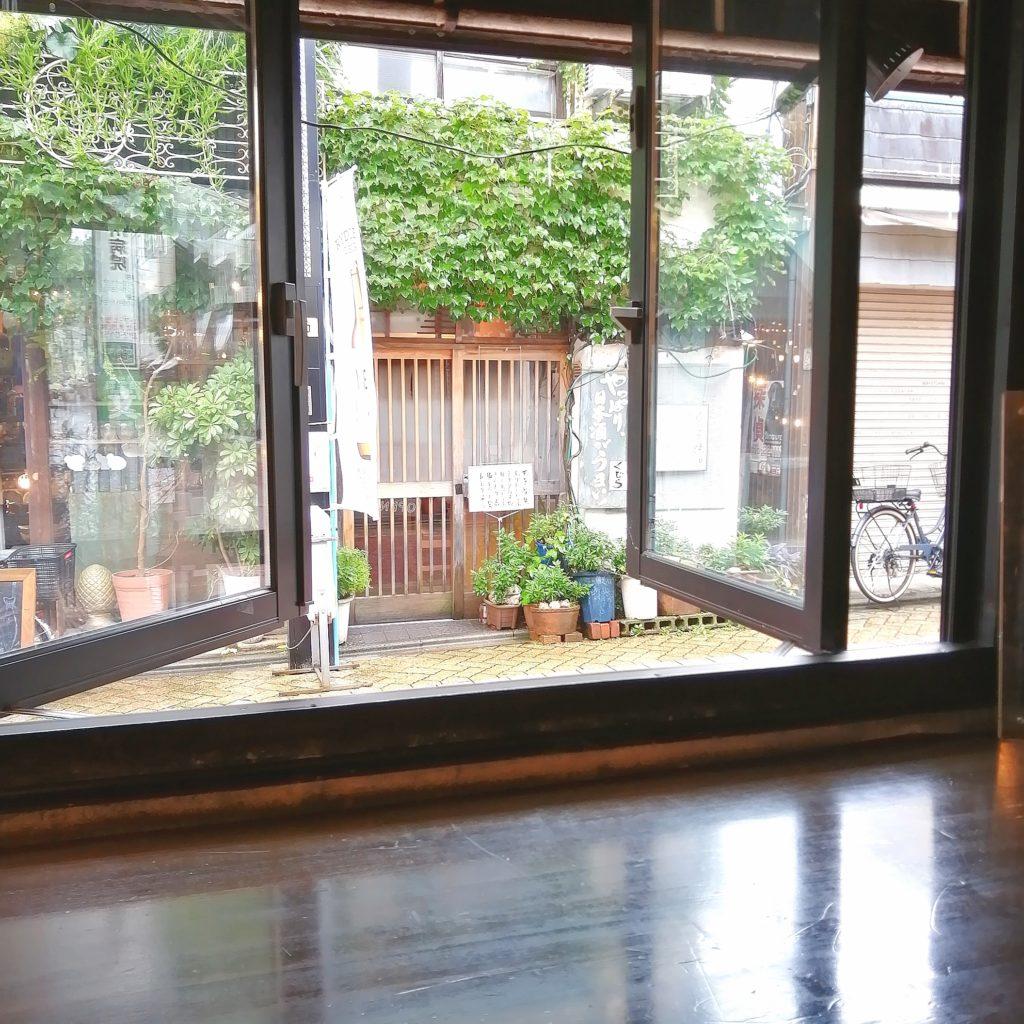 新高円寺テイクアウト「honohono cafe」店内窓側席